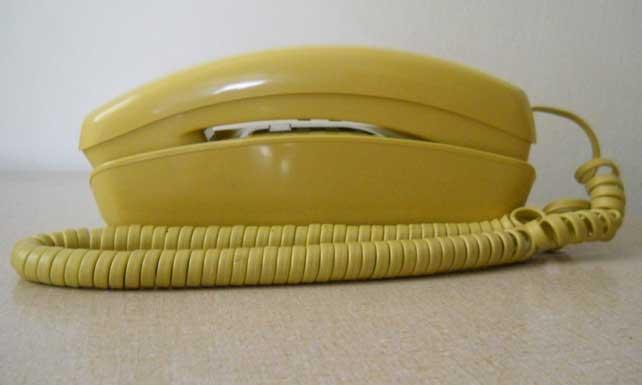 Teléfono fijo de casa pide a Dios llamada que no sea de la abuela
