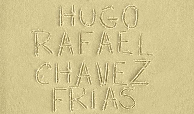 Presidente logra escribir en la arena sus dos nombres y apellidos