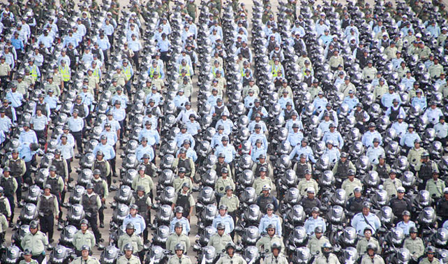 Despliegan 5000 nuevos policías para que detengan a malandros y los suelten luego