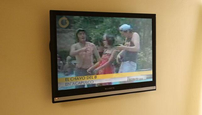 Bajón en interés por la política obliga a Globovisión a transmitir episodio del Chavo en Acapulco