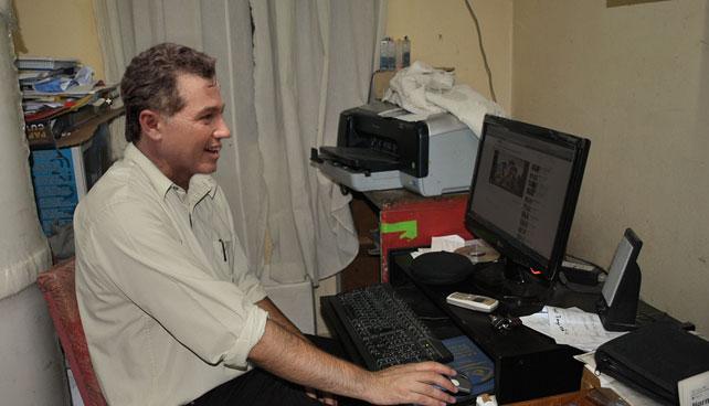 Salas Feo hace casa por casa para borrar de PCs videos donde se quejaba de la reelección indefinida