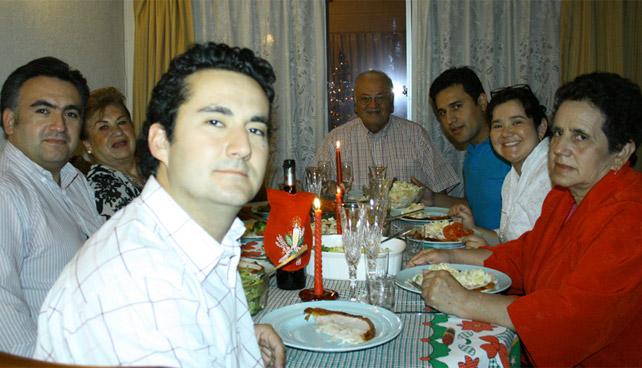Familia bebe en familia para olvidar que son familia