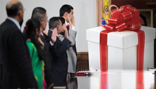 Amigo Secreto: Después de 24hrs Ministros continúan jugando al regalo robado