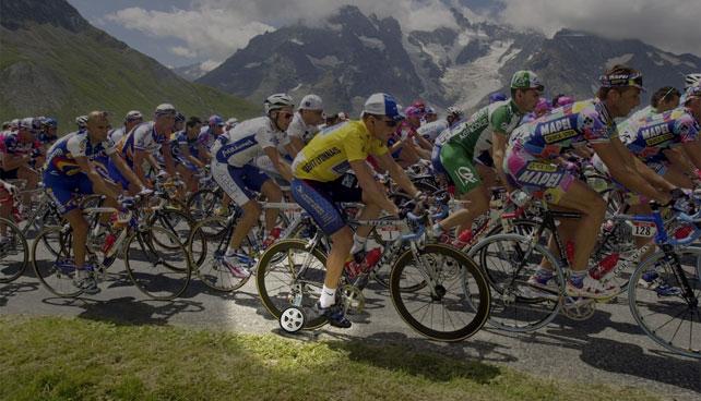 Lance Armstrong admite que usó rueditas en su bicicleta