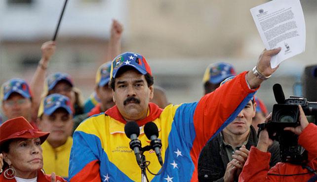 Maduro presenta carta de Chávez sobre drama Diosa-Kelvim
