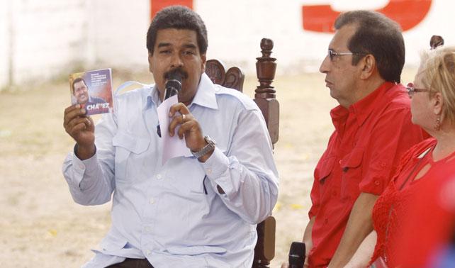 Pajarito bendice a Maduro y... no sé... de verdad no se puede hacer un chiste con esto, cagada de país