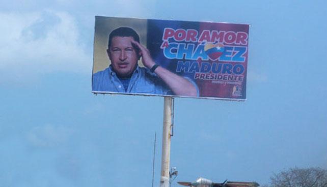 Iglesia reporta aparición de imagen de Chávez en valla de Maduro