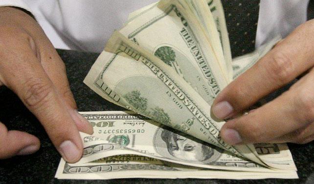 Redactor de esta noticia calcula su sueldo en dólar paralelo y se suicida