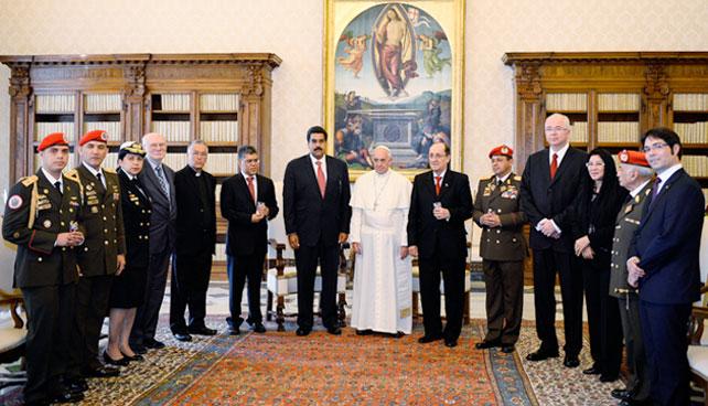 Visita de Maduro al Vaticano conmueve a joven católico-saibabista-comunista-ateo