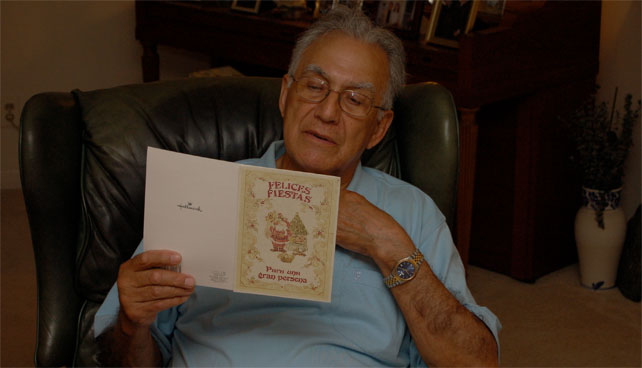 Señor finalmente recibe por IPOSTEL tarjeta de navidad enviada en 1979