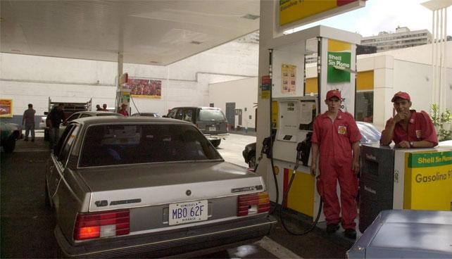 Aumento de pasaje no afecta a señor que tiene carro y gasolina regalada
