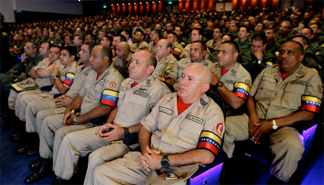 "Maduro indeciso sobre a qué militares ascender a ""Por favor no me des un golpe"""