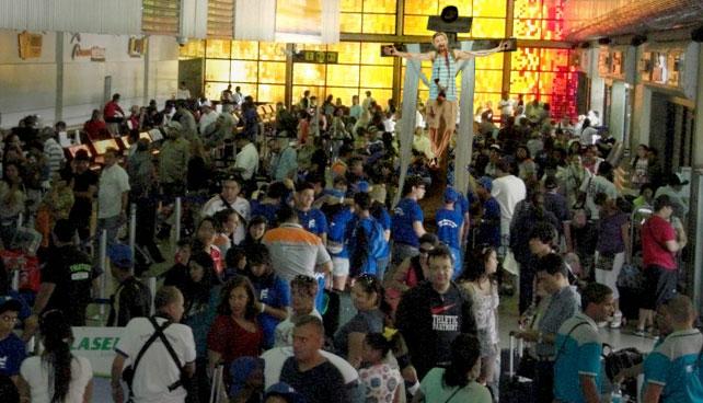 Venezuela celebra Día del turismo crucificando a único turista extranjero