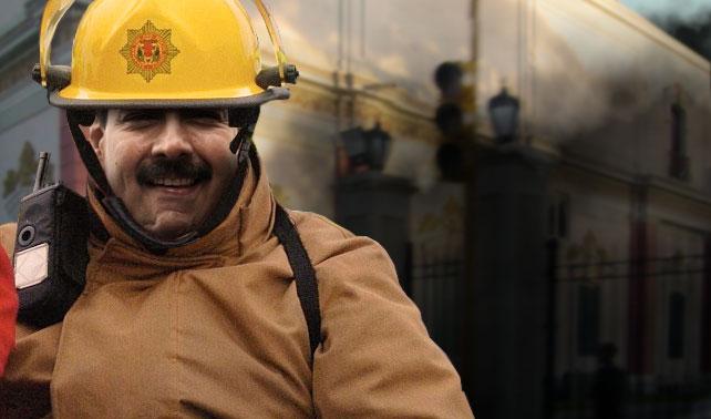 Maduro apaga incendio en Miraflores que él mismo causó
