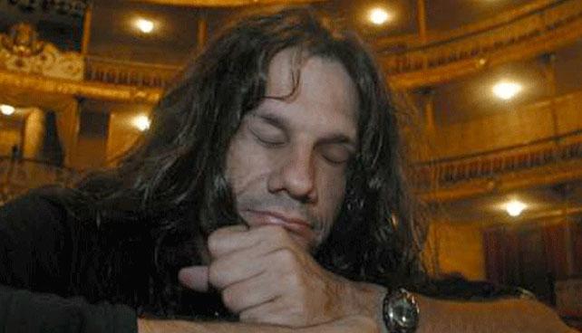 Paul Gillman cierra los ojos y toca en concierto para 15.000 personas