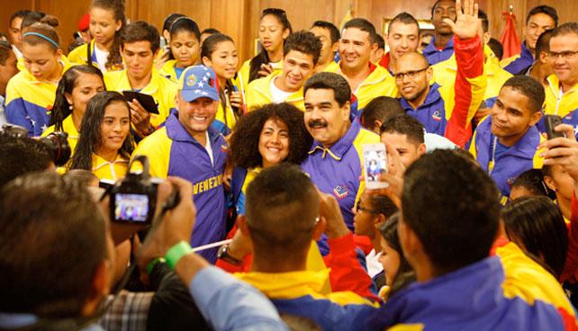 """Maduro dice que le dará una """"saparapanda de coñazo"""" a quien no quiera paz"""