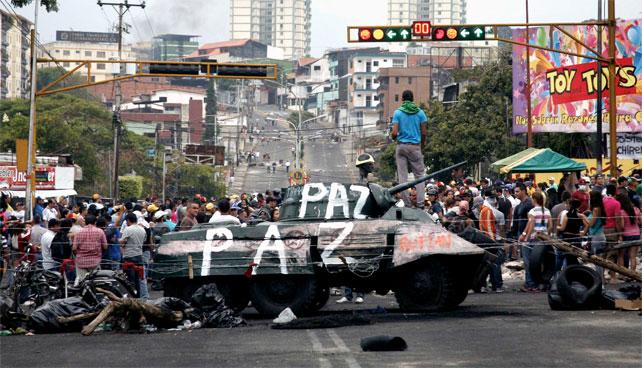 """""""Ya vienen los gochos"""" dice caraqueño que quiere que otro proteste por él"""