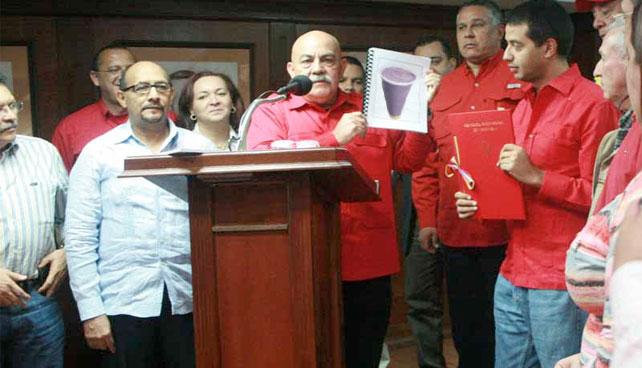 Asamblea Nacional dedica dos sesiones a discutir tamaño del chicle en Bati Bati