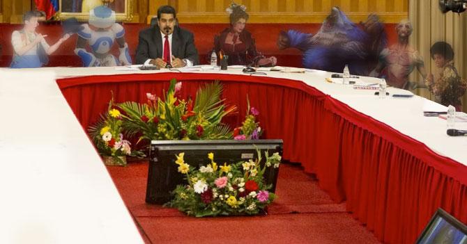Maduro inicia diálogo con amigos imaginarios y estos se paran de la mesa