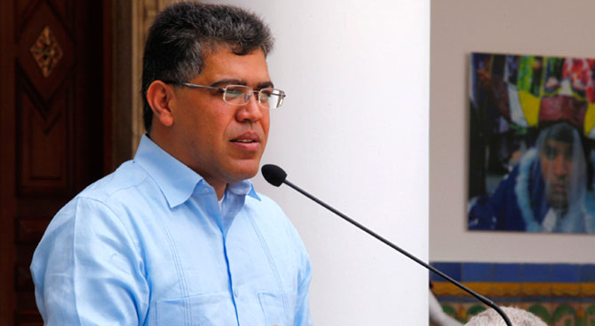 Jaua: No devolveremos fincas expropiadas pero sí a Roque Valero
