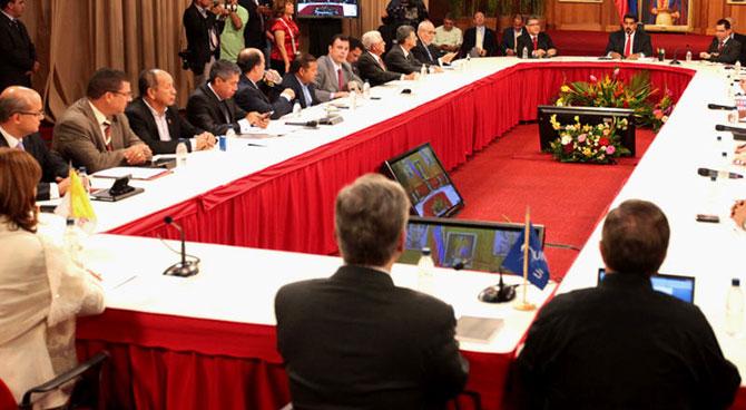 MUD y gobierno suspenden simulacro de hablar el uno con el otro