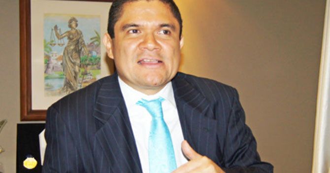 Ministro-juez-fiscal-diputado-rector asegura que los poderes son independientes