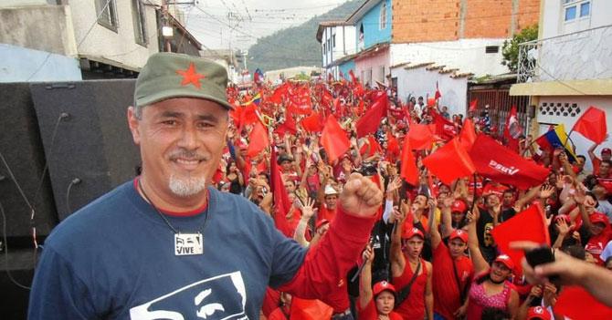 Seguidores de gobierno totalitario exigen que partido totalitario sea democrático