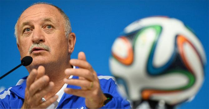 Scolari pide a periodistas enfocarse en los gastos excesivos de estadios y no en el juego