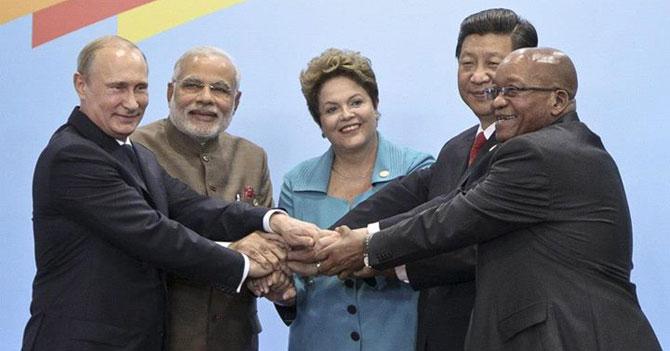 Presidentes de BRICS juegan a que el último que suelte la mano le presta plata a Venezuela