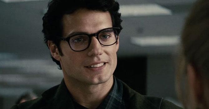 Grupo misterioso compra el diario El Planeta y deja a Clark Kent sin trabajo