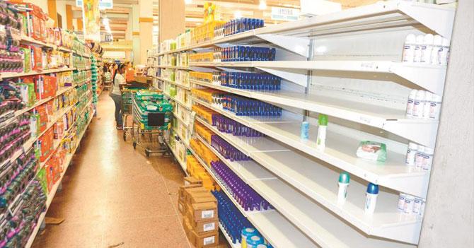 Gobierno ordena cortar brazos para solventar escasez de desodorante