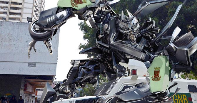 Expertos sospechan sobre gasto excesivo en defensa tras compra de Transformer