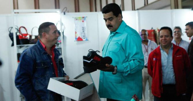 Maduro descubre que el truco para amarrarse las trenzas es hacer dos orejitas de conejo