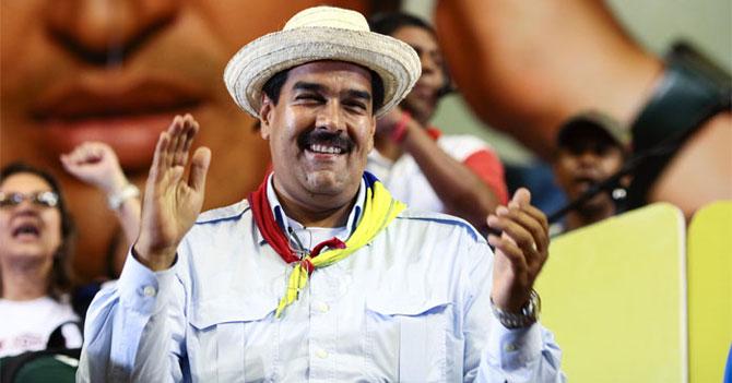 Maduro lee las letras de disco de Servando y Florentino en cadena y nadie se da cuenta