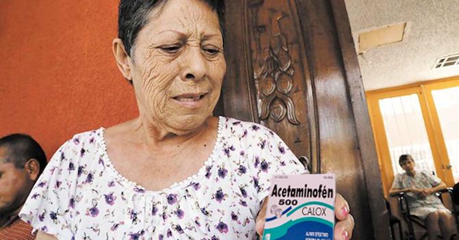 Cartera de señora con 2 aspirinas y un digestivo se convierte en la farmacia más surtida del barrio