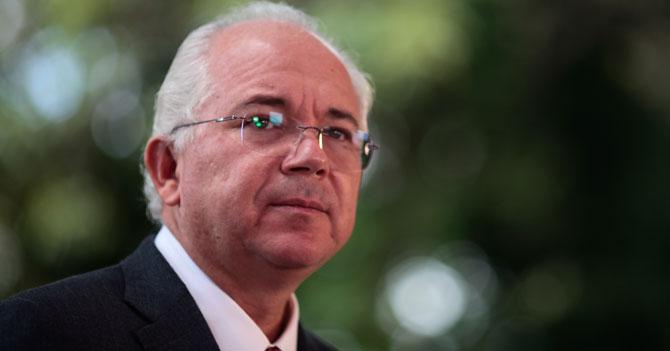 Rafael Ramírez asume la Vicepresidencia del área de no te metas en economía