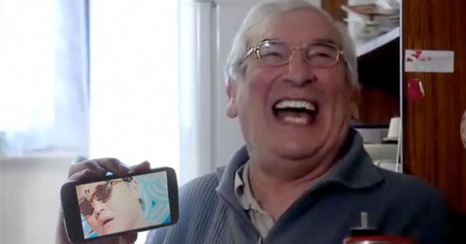 Tío ladilla descubre Gangnam Style tarde y se lo pone a toda la familia
