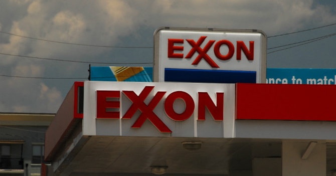 Malucos de ExxonMobile niegan CADIVI a estudiantes Venezolanos