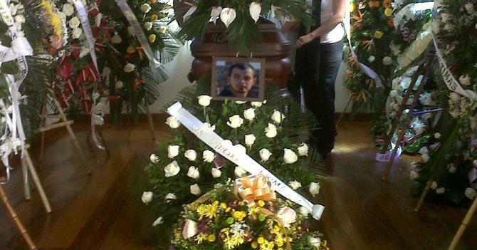 Muere de alegría único joven que recibió CADIVI estudiante