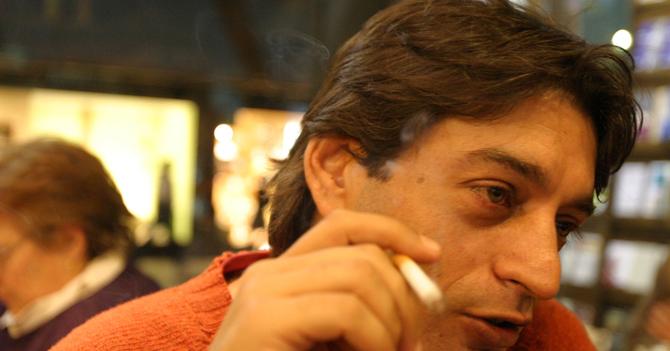 Impuesto al cigarrillo molesta a señor que quería morirse de cáncer