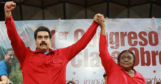 Maduro le ordena a obrero que le pida que porfa suba la gasolina