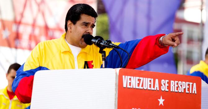 Maduro delega todos sus poderes y el país continúa exactamente igual