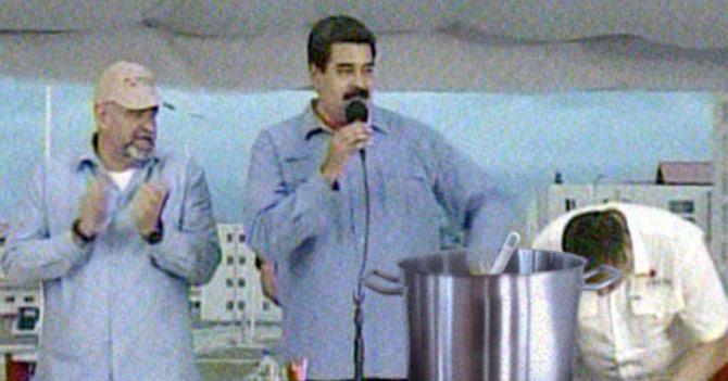 Maduro sale en cadena nacional raspando una olla, literalmente