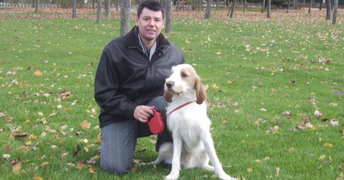 Padre pelabola echa la culpa a sus perros para no comprarle fuegos artificiales a sus hijos