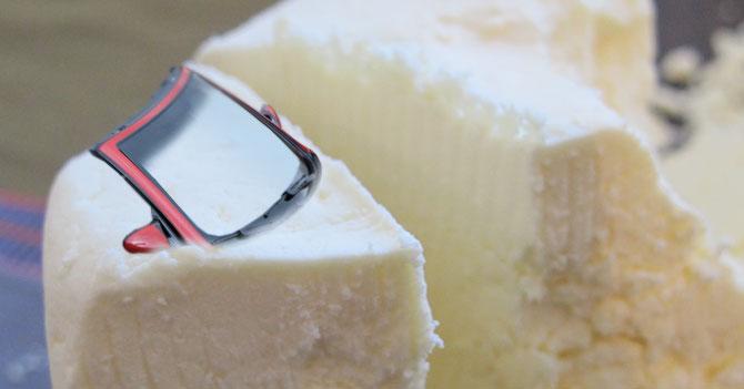 Venezolano con crisis de mediana edad compra pedazo de queso descapotable