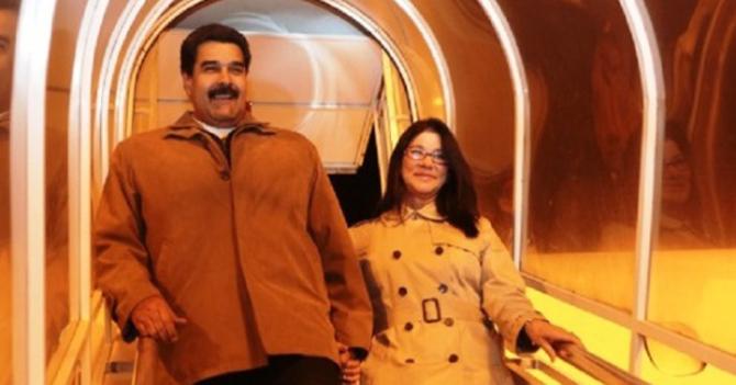 """""""10 minutos más, porfa"""" refunfuña Maduro cuando Cilia le dice que tiene que ir a Venezuela"""