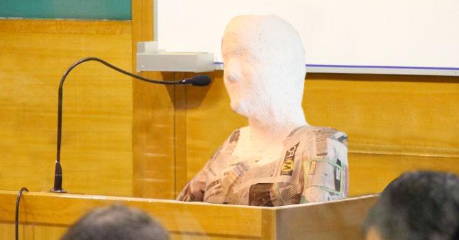 Gobierno presenta testigo contra Leopoldo hecho de papel maché