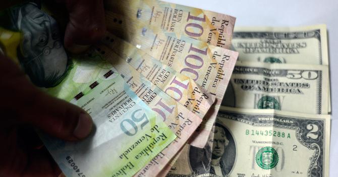 Artículo del Chigüire Bipolar sobre el dólar pierde validez mientras se escribe