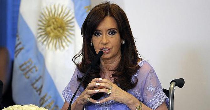 CFK dice que todo se hubiera evitado si Nisman hubiera sido albañil