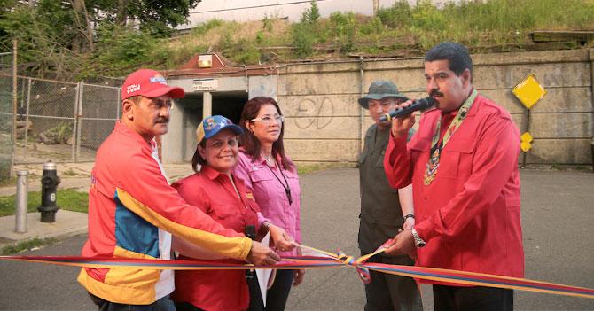 Presidente Maduro inaugura calle ciega para que oposición proteste